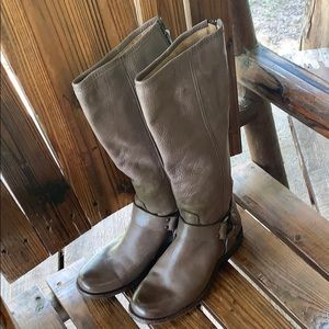 Women's size 6 1/2 adorable boots